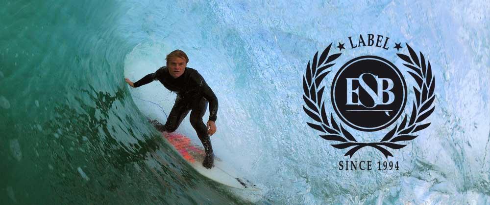 Un surfeur de haut niveau rentre à l'esb audierne pour un nouveau produit de surf coaching